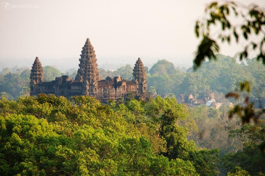 Clanek Angkor Wat V Centru Mesta Bohu further  on clanek 12637